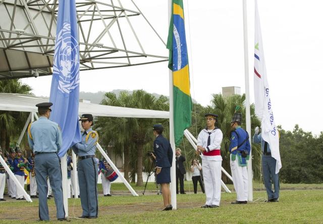 Bandeiras sendo hasteadas