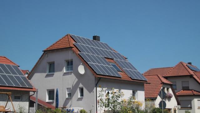 Casas alemãs recobertas de painéis solars, na região da Bavária. (foto: Johnathan Eric)